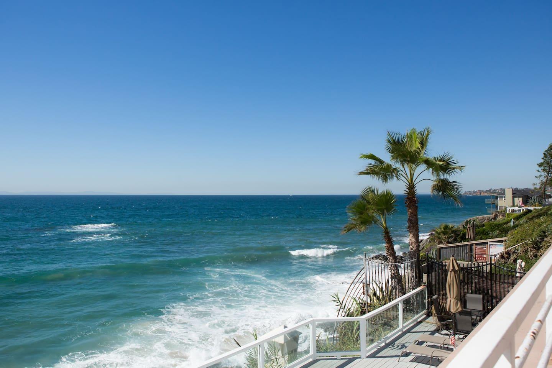 Enjoy the ultimate beach getaway in an oceanfront Laguna Beach studio!