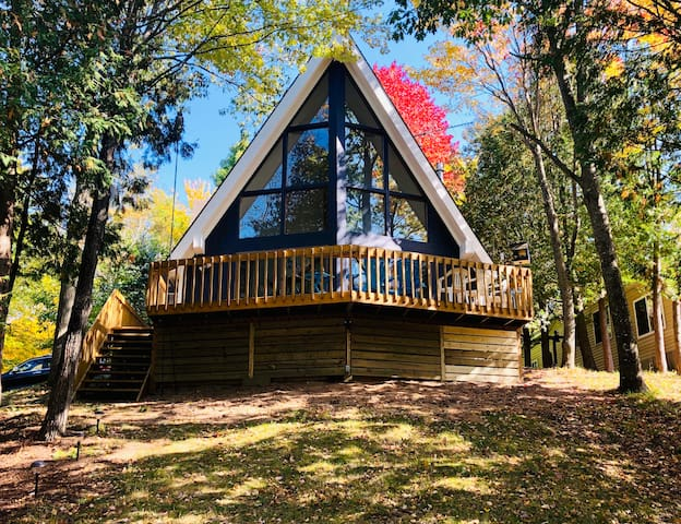 UP NORTH BLUE LAKE ESCAPE - CHARMING A-FRAME