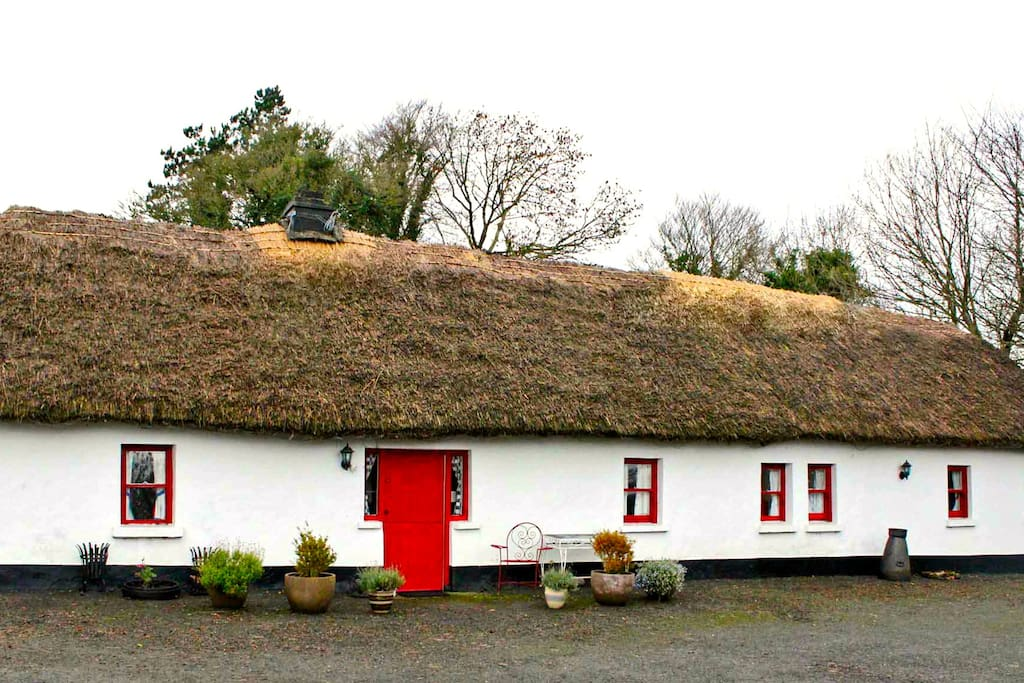 Front view of Purtill Cottage
