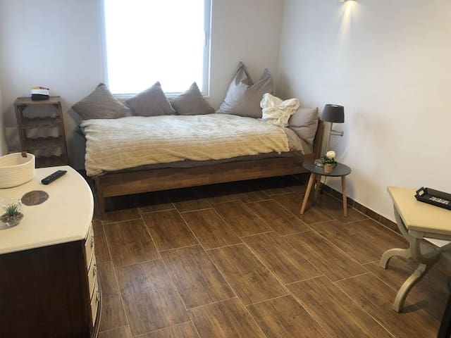 Dottendorf Zimmer mit Einzelbett, Bad/ Küchenzeile