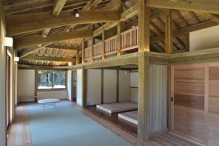 <白保別邸>最大4名様宿泊可能!海岸まで徒歩2分!静かな集落の赤瓦の伝統住宅です。