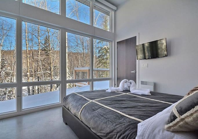 Bel Air Tremblant. 8 min from ski resort