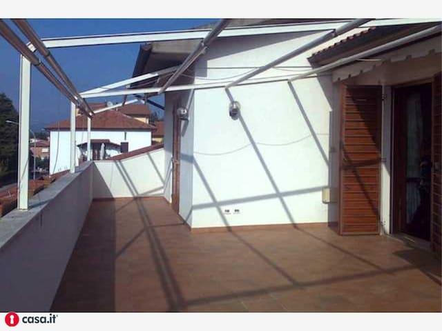 Camera con bagno in Villa signorile - Sticciano Scalo