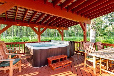 2/2 Cozy Cottage with Outdoor Hot Tub