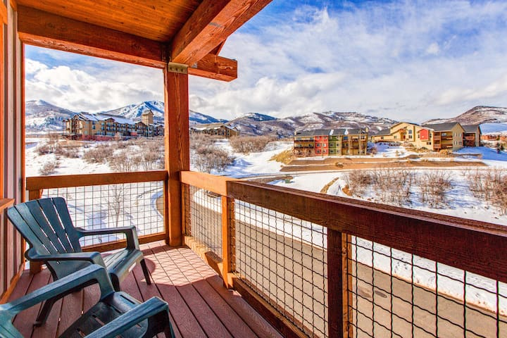 3BR w/ Balconies, Hot Tub & Views - Near Gondola