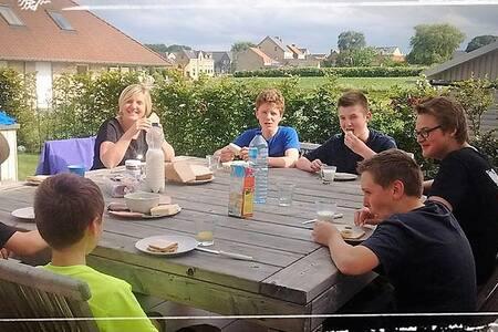 """Flanders Fields Cottage """"De Witte Reiger Beveren"""""""