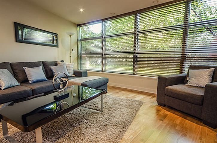 Private king size room in Grand Canal area - Dublin - Flat