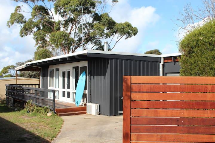 Fishos beach shack, central Torquay
