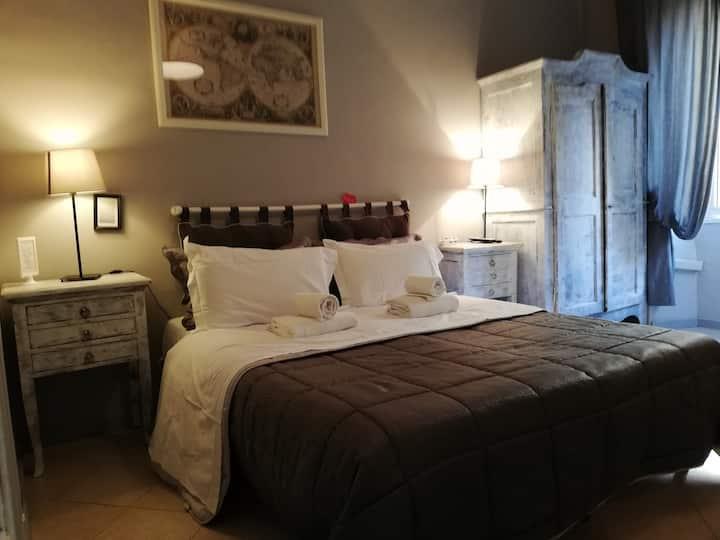 Large double bedroom/2 singles - internal toilet
