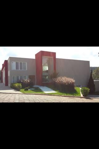 Casa de alto padrao em Atibaia -condominio fechado
