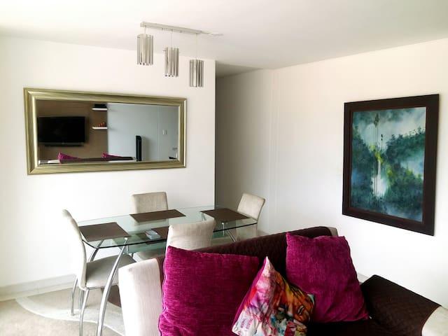 Apartamento amoblado en excelente conjunto