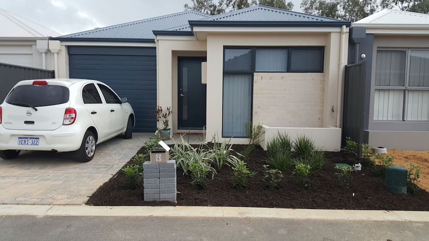 My 3 bedrm home with 2 room to rent - Yanchep