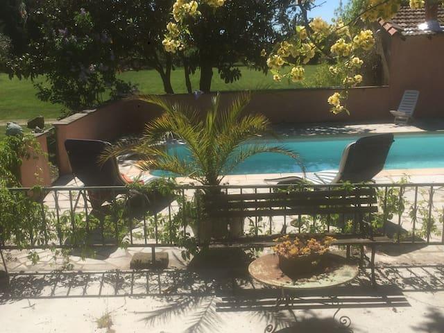 cabanon gite piscine chauffée