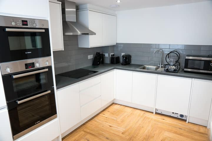 Modern, clean and central 2 bed apart - First flr