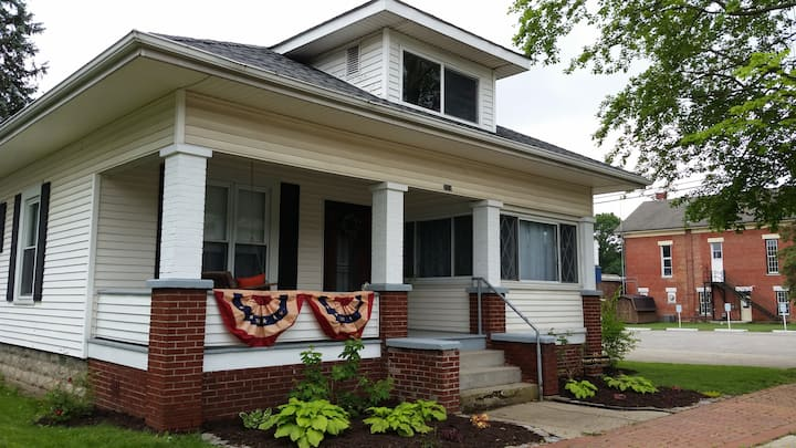 1920's style Bungalow easy walk downtown