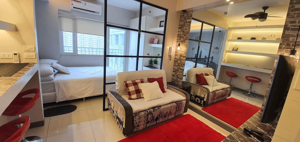 Minimalist condo unit w/ Manila Bay view (4paxmax)