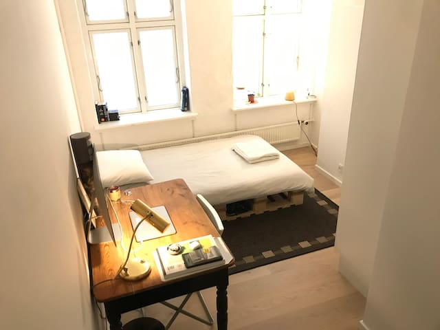 Light room in shared apartment - Central CPH