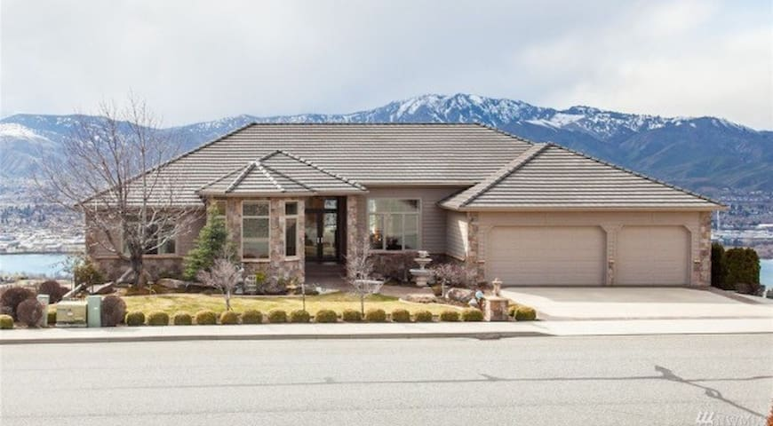 Easy entertaining with a majestic view - East Wenatchee