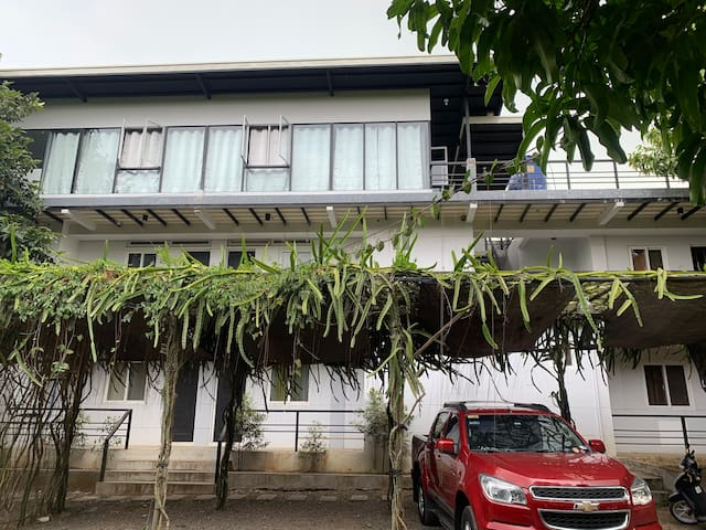 202 Peaceful Modern Studio in Lipa