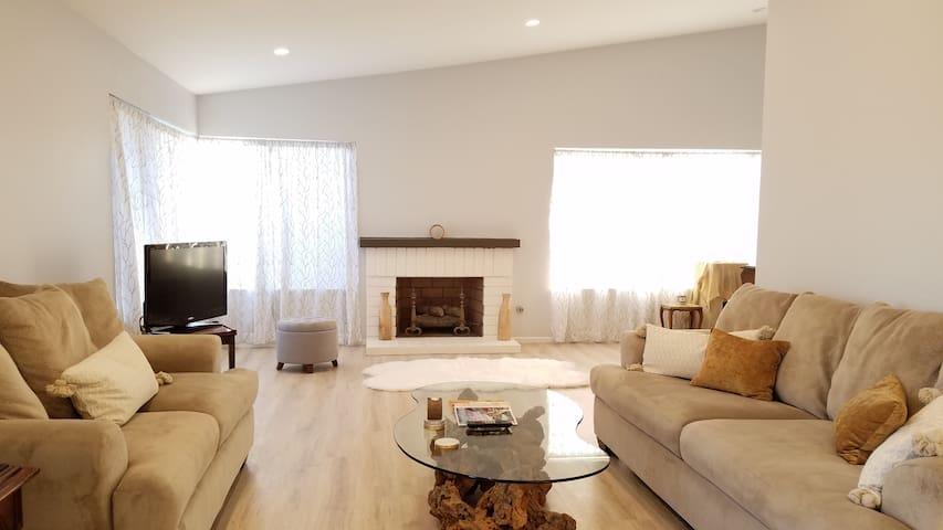 Bright, Luxurious Home near Disneyland/Newport Bch