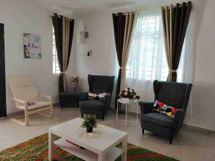 Ikea Inspired House Manjung Perak *WIFI included*