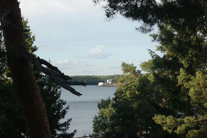 Enkel mysig stuga med fin sjöutsikt nära Stockholm - Färingsö - House