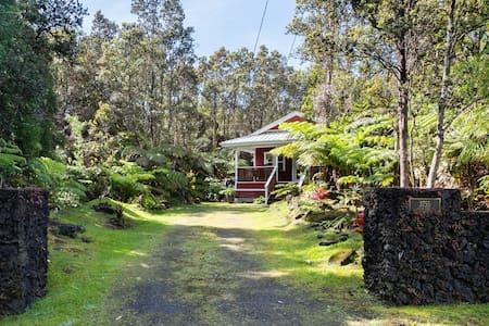 Volcano Cottage- relaxing rainforest retreat