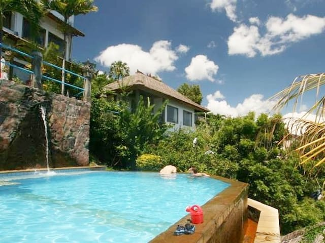 Family Sea View Bungalow with Infinity Pool, Amed