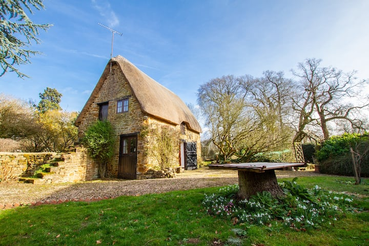 Old English Cottage in Chipping Warden