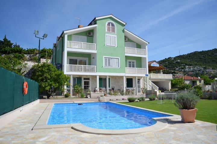 Amazing villa with with 5 apartments, private pool, covered terrace, garden, BBQ