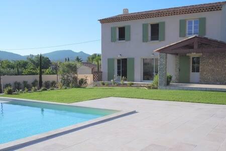 Villa l'Esterelle - Caromb - Talo