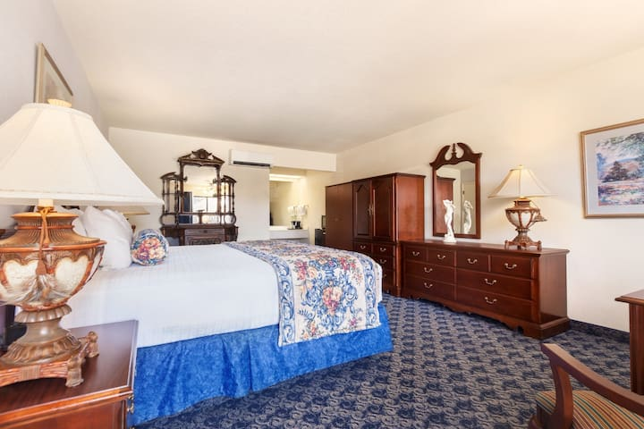 Sands Inn & Suites - Deluxe King