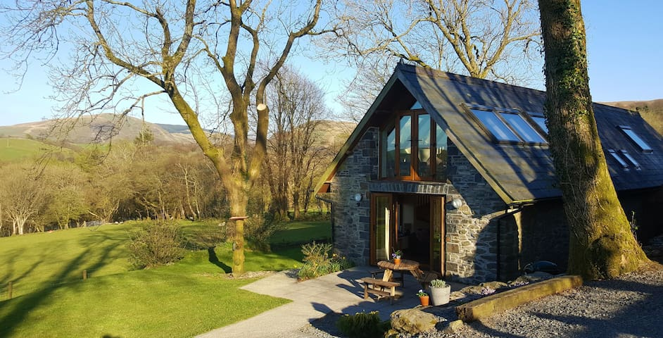 Ysgubor Holiday Cottage - country peace and quiet - Ceredigion - Casa
