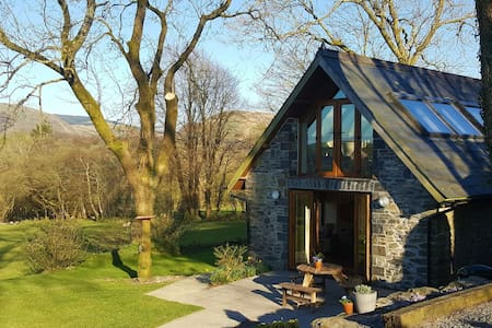 Ysgubor Holiday Cottage - country peace and quiet - Ceredigion - Haus