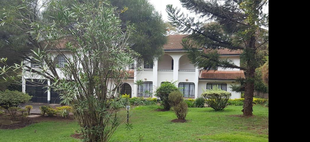 Nairobi, Serene Home near Giraffe Center, Karen
