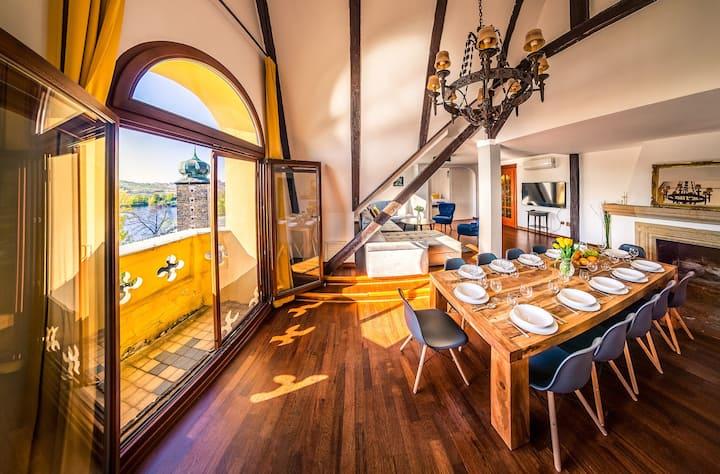 5BR 2BATH River & Castle V!EWS apartment +terrace
