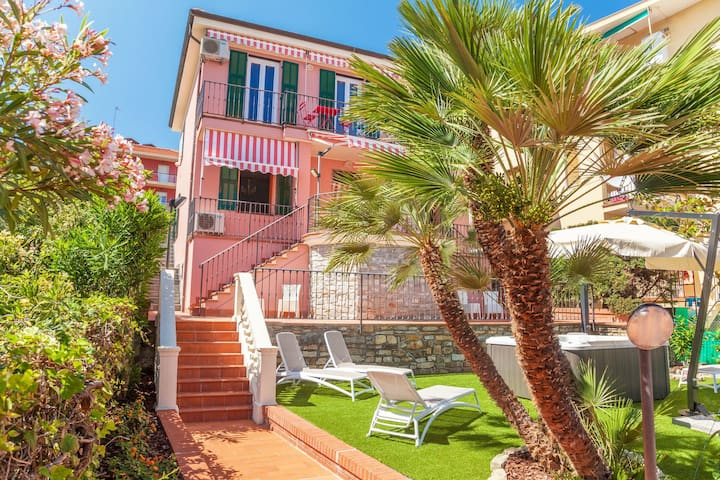 Sky apartment - for 6 people, in villa with garden and Jacuzzi, close to the sea