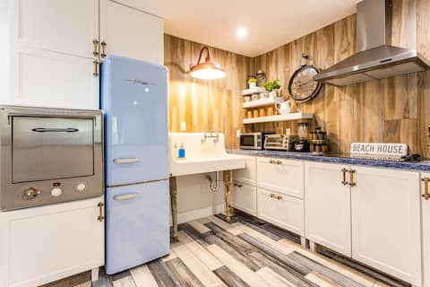 50s-inspired coastal stay ☀ Top Quality Renovated