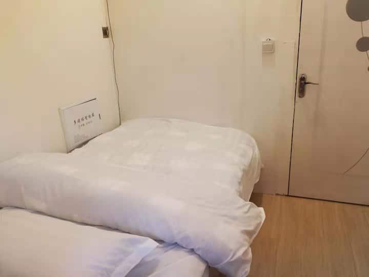 中建七号院1.2米单人床房