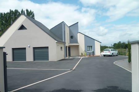 Belle et grande maison moderne - Saint-Gervais-en-Belin - Talo