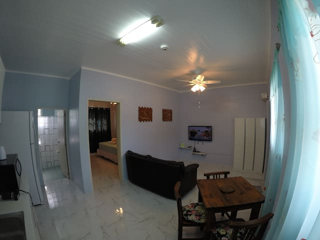 Remy's Apartment 6 min from airport 1 bdrm, 37 sqm