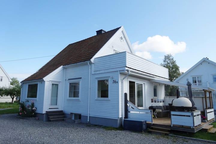 Hyggelig, stort hus med to terrasser på Nordstrand