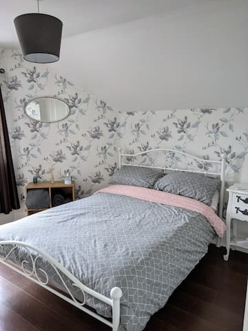 Guest room with a double bed