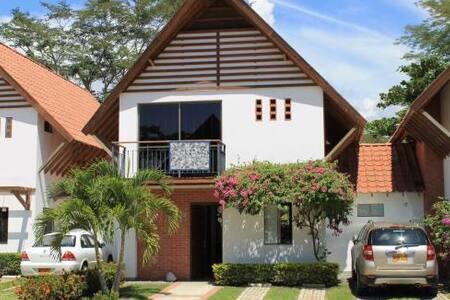 Casa campestre cómoda y muy bonita - Santa Fe de Antioquia - Casa