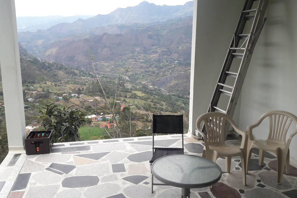 una vista magnifica sobre el valle y el pueblo