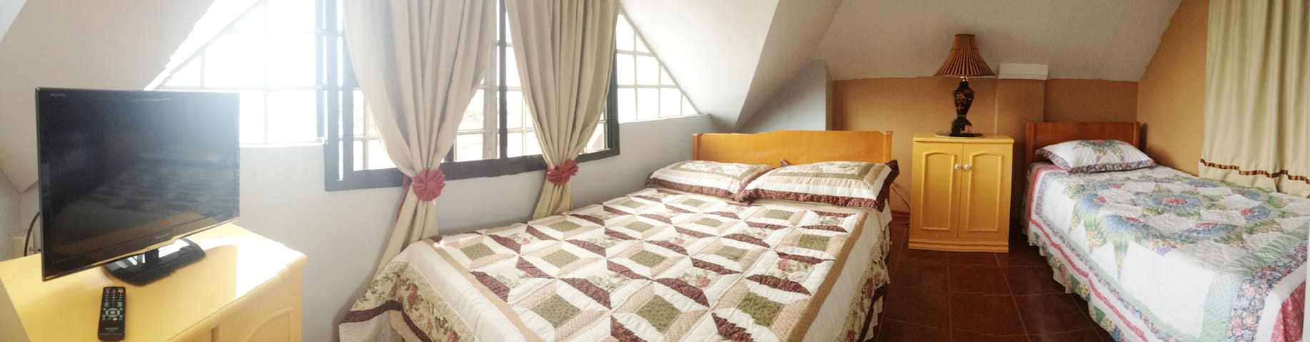 Tia Beth's Bed and Breakfast- Panganoron