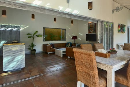 Private 2 bedroom villa near the beach - Kuta - House