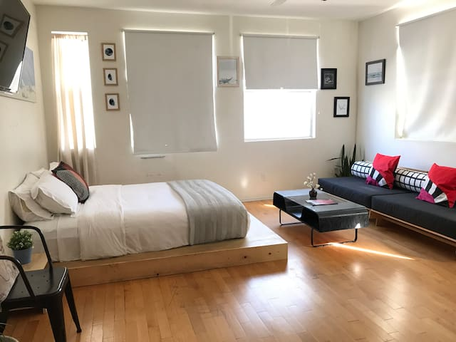 Delightful Studio in Hip/Trendy Silver Lake