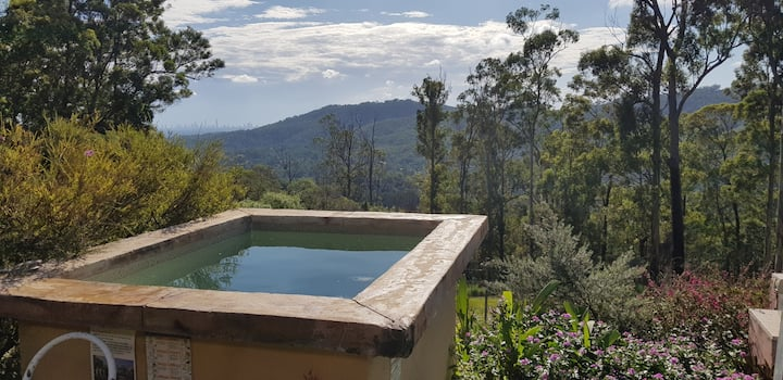 Amazing views from the Hinterland & hot tub & pool