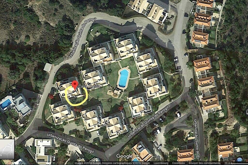 La maison se situe au calme à 30 mètres de la piscine.